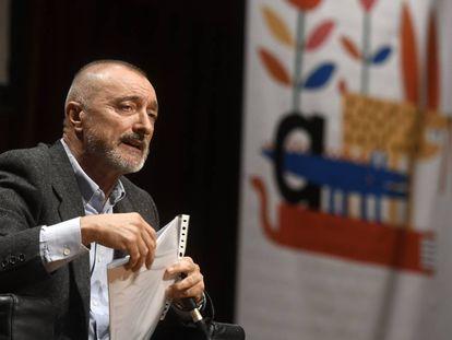 El escritor Arturo Pérez Reverte da inicio al Festival Iberoamericano de Literatura Infantil y Juvenil.