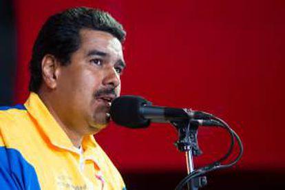 En la imagen, el presidente encargado de Venezuela y candidato a la presidencia del país, Nicolás Maduro (i). EFE/Archivo