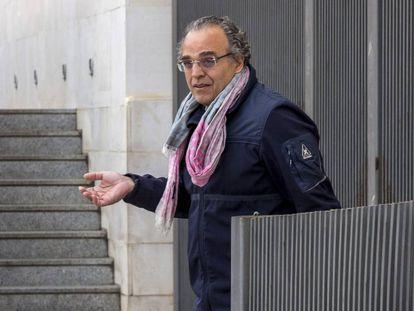 El exgerente del Hospital General de València Sergio Blasco sale del juzgado.