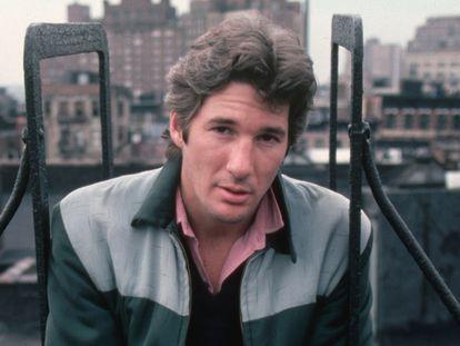 Richard Gere en una azotea en 1983. Entonces, tras el éxito de 'Oficial y caballero', estaba en lo más alto. Más que en esta foto, incluso.