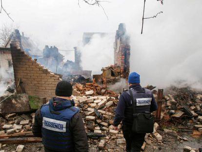 Observadores de la OSCE el pasado febrero en Avdiivka, Ucraina.