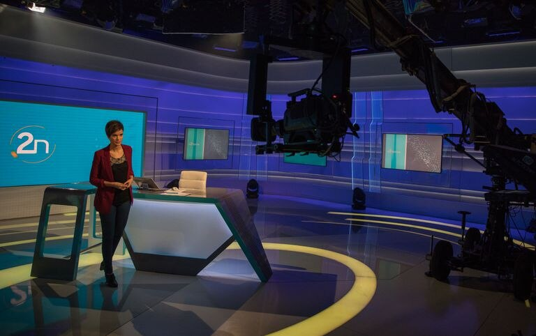 La presentadora Paula Sainz-Pardo, en el plató de  La 2 Noticias.