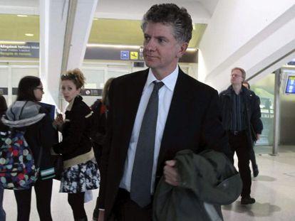Jonathan Powell, ex jefe del gabinete de Tony Blair, a su llegada a Bilbao.