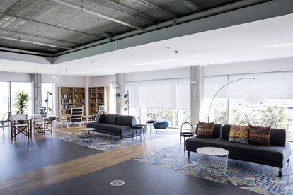 Ubicadas en Barcelona, las instalaciones de Holaluz son espaciosas, modernas y muy luminosas.