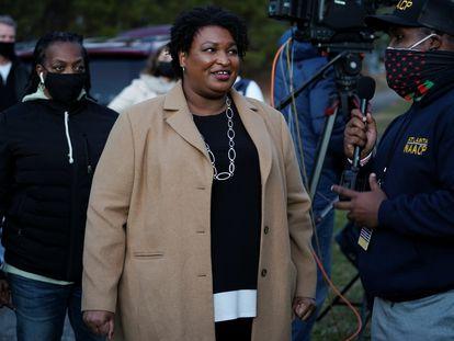 Stacey Abrams habla con los medios este martes a la salida de la iglesia episcopaliana de St. Paul, en Atlanta.