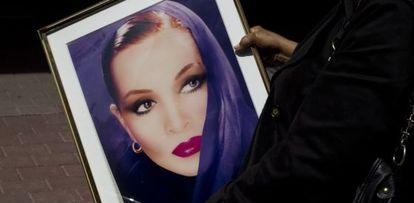 El retrato de Sara Montiel que presidió su coche fúnebre.