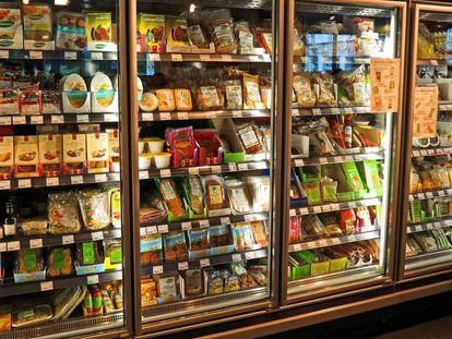 Los supermercados tienen sus estanterías cargadas de ultraprocesados.