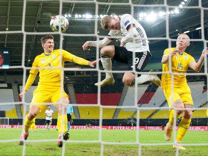 Timo Werner marca el tercer gol a Ucrania.