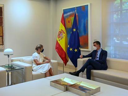 El presidente del Gobierno, Pedro Sánchez, y la vicepresidenta segunda, Yolanda Díaz, este jueves.