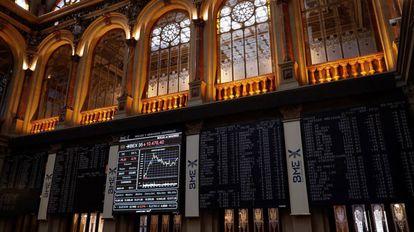 Paneles en la la Bolsa de Madrid.
