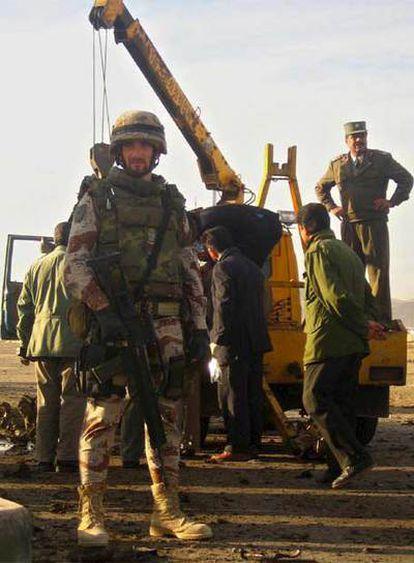 Un suicida condujo un vehículo cargado de explosivos contra un autobús del ejército en Herat, al oeste de Afganistán, hiriendo a diez militares y dos civiles, de los cuales ninguno es español.