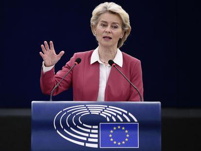 La presidenta de la Comisión Europea, Ursula von der Leyen, interviene en la sesión de este miércoles en el Parlamento Europeo en Estrasburgo.