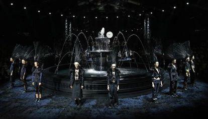 Las modelos al final del último desfile de Marc Jacobs para Louis Vuitton