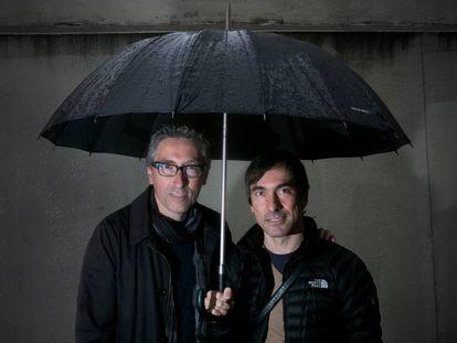 David Trueba (izquierda) director de 'Salir de casa' y el músico Francisco Nixon.