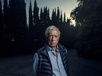 El escritor y premio Nobel Mario Vargas Llosa, en su casa de Madrid en 2019.