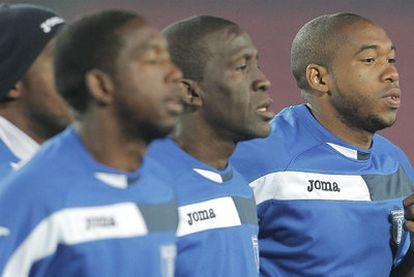 Johnny Palacios, Edgar Álvarez y Wilson Palacios, ayer durante el entrenamiento hondureño.