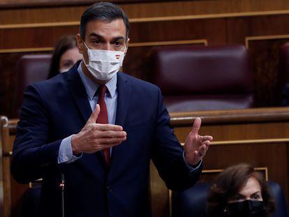 El presidente del Gobierno, Pedro Sánchez, interviene durante una sesión de control al Ejecutivo en el Congreso para dar cuenta de la gestión de la pandemia, en octubre de 2020.