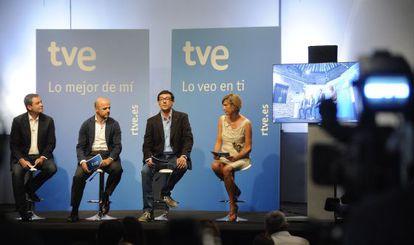 El director de TVE, Ignacio Corrales (segundo por la izquierda), durante la presentación de la programación de la cadena pública.