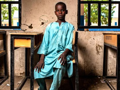 Mohammed, de 12 años, en su escuela en Nigeria, reabierta ahora tras un ataque.