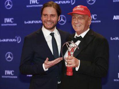 El actor que interpretó al piloto austríaco en la película  Rush  pasión y gloria , recuerda sus encuentros con el mito de la F1 para preparar el personaje