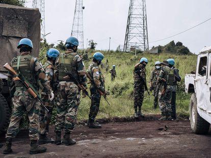 Soldados de Naciones Unidas patrullan en la zona de la emboscada, este lunes.
