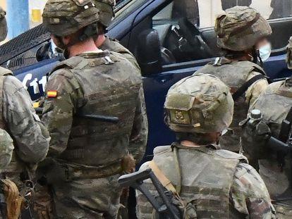 Miembros del ejército de tierra en Ceuta, en mayo.