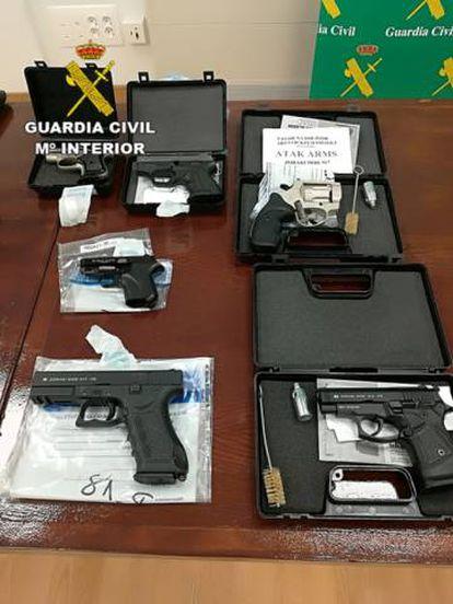 Algunas de las armas incautadas por la Guardia Civil en la operación Ruger.