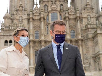 Alberto Núñez Feijóo y Yolanda Díaz, este viernes en Santiago de Compostela.