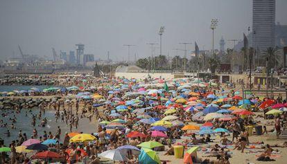 Las playas de Barcelona repletas de bañistas