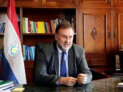 El Ministro de Hacienda de Paraguay, Benigno López Benitez habla con Reuters el 15 de julio de 2019 en Asunción.
