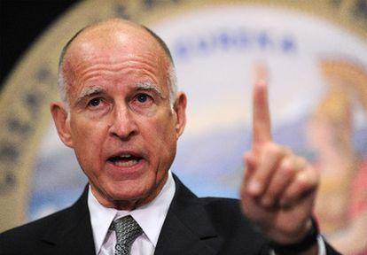 El Gobernador por California Jerry Brown.