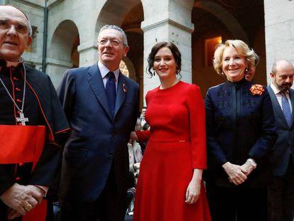 Isabel Díaz Ayuso, junto a los expresidentes Alberto Ruíz Galardón y Esperanza Aguirre.