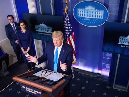 El presidente de Estados Unidos, Donald Trump, habla durante la sesión informativa diaria sobre el coronavirus en la Casa Blanca el 7 de abril.