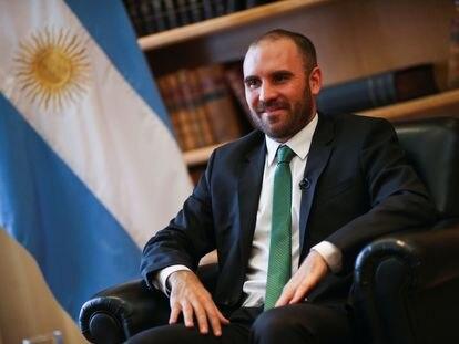 El ministro de Economía de Argentina, Martín Guzmán, fotografiado en su despacho de Buenos Aires el 10 de diciembre pasado.