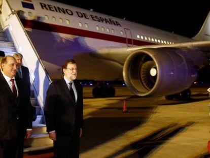 Rajoy, acompañado por el vicecanciller argentino Daniel Raimondi.