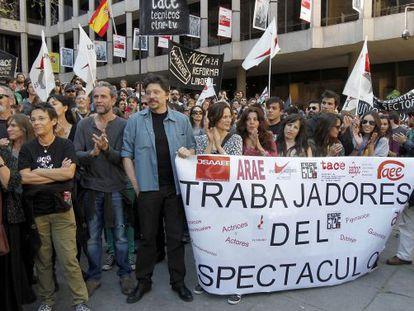 Los actores Guillermo Toledo, Carlos Bardem, Aitana Sánchez Gijón, Miguel Bardem entre otros, se manifiestan frente al ministerio de Cultura, el pasado 29 de mayo.