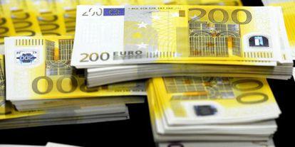 Imagen de varios billetes falsos de 200 euros.