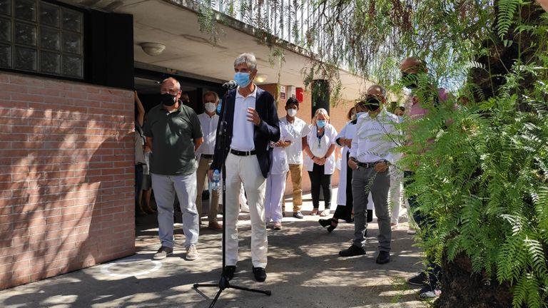 El secretario de Salud Pública, Josep Maria Argimon, en su visita al CAP Les Franqueses del Vallès (Barcelona).