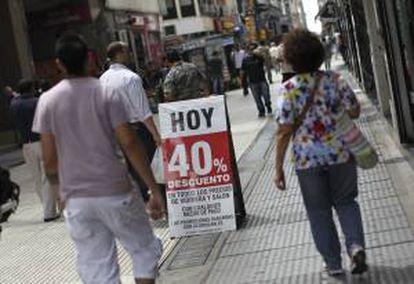 Detalle del cartel de un almacén en el centro de Buenos Aires (Argentina).