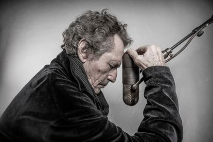 El cantante y músico Miguel Ríos (Granada, 1944) posa en los estudios Black Betty en Madrid.