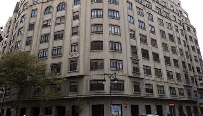 El edificio afectado por los temblores de la avenida del Barón de Cárcer.