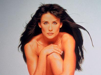 Demi Moore posa en un retrato publicitario para la película 'Striptease'. La imagen completa fue utilizada para el póster publicitario estadounidense, pero no pasó la censura.
