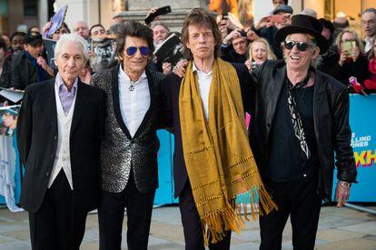 Charlie Watts, Ronnie Wood, Mick Jagger y Keith Richards of the Rolling Stones a su llegada a la galería Saatchi en Londres.