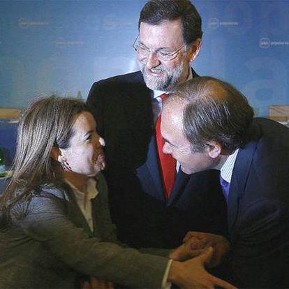 Soraya Saénz de Santamaría y Pío García Escudero se felicitan junto a Rajoy por ser propuestos como portavoces de Congreso y Senado respectivamente