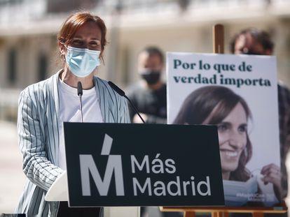Mónica García interviene en un mitin de Más Madrid en Alcorcón el pasado 17 de abril.