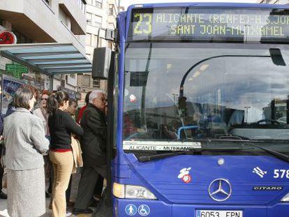 Uno de los autobuses interurbanos de Alicante.