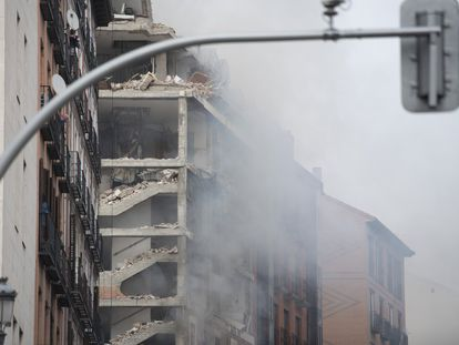 El edificio de la calle Toledo, en el centro de Madrid, tras la explosión.