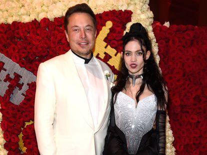 Elon Musk y Grimes en la gala de mayo de 2018 del Museo Metropolitano de Nueva York.