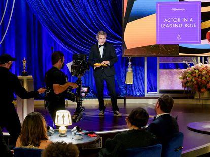 Joaquin Phoenix anuncia el ganador de Mejor actor en la gala de  los Oscar del 26 de abril de 2021 en Los Ángeles.