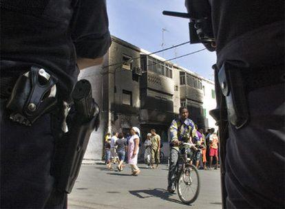 Una persona de etnia gitana es sospechosa del apuñalamiento.- Los disturbios han provocado el incendio de dos viviendas de familiares del supuesto autor de la agresión